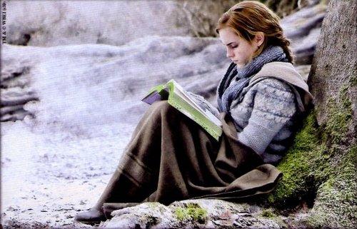Hermione legge le fiabe di Beda il Bardo